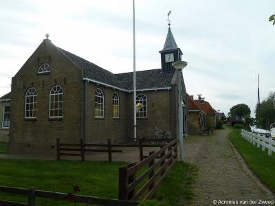 Door de eeuwen heen zijn er verschillende kerken geweest in It Heidenskip. Tegenwoordig is er alleen nog de Hervormde (PKN) kerk uit 1886 op Brânburren 18.
