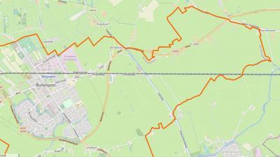 It Útlân betekent '(vanuit het dorpsgebied) verafgelegen land'. Op deze kaart wordt dat mooi gevisualiseerd, voor buurtschap It Útlân in de NO uithoek van het dorpsgebied van het dorp Buitenpost (de oranje lijn is de afbakening van het dorpsgebied).