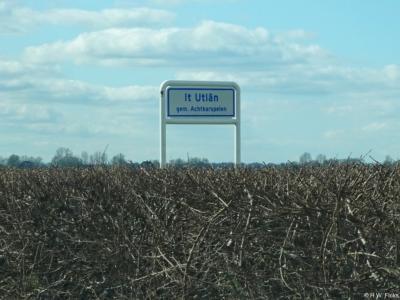 It Útlân is een buurtschap in de provincie Fryslân, gemeente Achtkarspelen. De buurtschap valt, ook voor de postadressen, onder het dorp Buitenpost.