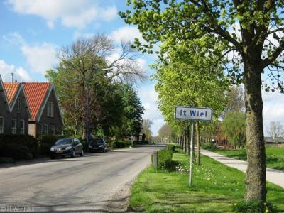 It Wiel is een buurtschap in de provincie Fryslân, gemeente Leeuwarden. T/m 1983 gemeente Baarderadeel. In 1984 over naar gemeente Littenseradiel, in 2018 over naar gemeente Leeuwarden. De buurtschap valt onder het dorp Weidum.