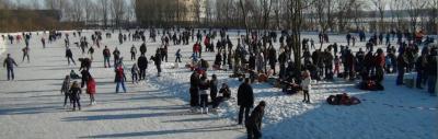 Als het in de winter hard genoeg vriest, wordt er volop geschaatst op de ijsbaan van IJsclub Julianadorp. Maar de baan wordt door het jaar heen voor nog veel meer evenementen gebruikt. Zie het hoofdstuk Jaarlijkse evenementen.