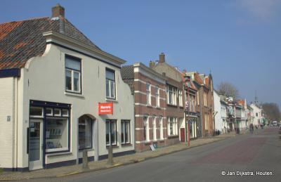In Jutphaas, in de Herenstraat langs het Merwedekanaal