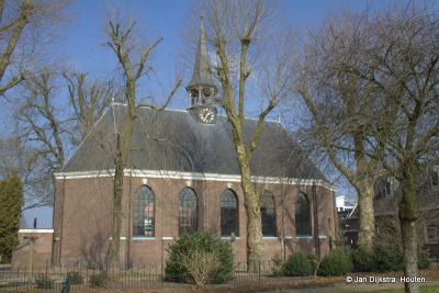 Tussen alle nieuwbouwgeweld in Jutphaas van de afgelopen decennia staat de Dorpskerk uit 1819 met directe omgeving er nog net zo bij als 100 jaar geleden