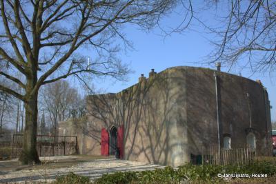 Fort Jutphaas in het gelijknamige 'dorp in de stad'. Alle bijzonderheden over dit fort kun je vinden onder het kopje Bezienswaardigheden.