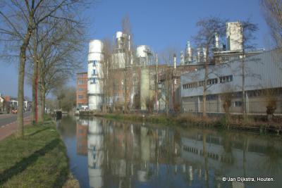 Jutphaas was vroeger o.a. bekend van de Persilfabriek, zich hier spiegelend in het water van de Doorslag. Tegenwoordig is het onderdeel van het Amerikaanse Ecolab, en worden er nog altijd o.a. wasmiddelen gemaakt. Zie verder het hoofdstuk Geschiedenis.