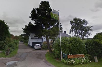 Sommige buurtschappen weten zich goed te 'verstoppen', omdat ze geen plaatsnaambordjes hebben én niet in de atlassen worden vermeld, zoals Kaandorp. Het fraaie bord van Bungalowpark Het Caendorp zou je als alternatief plaatsnaambord kunnen beschouwen.