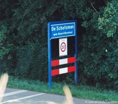 ... en op dit bord heet hetzelfde bungalowpark in Kamperland De Schotsman...