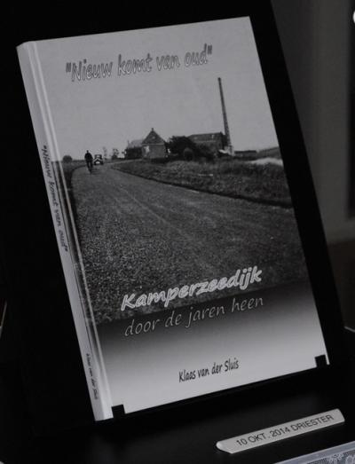 Gelukkig is er in veel dorpen wel een inwoner die jarenlang de geschiedenis van zijn dorp bestudeert en daar ook een mooi boek van weet te maken. Ook Kamperzeedijk heeft zo iemand: Klaas van der Sluis. In 2014 is zijn boek 'Nieuw komt van Oud' verschenen.