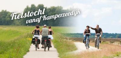 Vanuit Kamperzeedijk kun je mooie fietstochten maken door de rust en ruimte van de weidse polders rondom het dorp