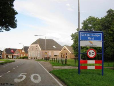 Vanuit IJsselmuiden en Grafhorst kom je over de Kamperzeedijk eerst in het buurtje Kamperzeedijk-West, in de volksmond ook de Belt genoemd
