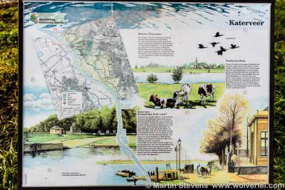 Buurtschap Spoolde, een informatiepaneel ter plekke vertelt je over het verdwenen dorp Katen, Klooster Klaarwater en het Katerveer, dat maar liefst 1.000 jaar in de vaart is geweest.