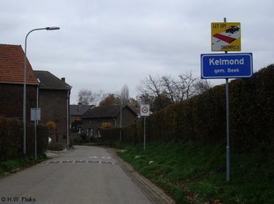 Kelmond is een buurtschap van het dorp Geverik, maar is groot en dichtbebouwd genoeg om een eigen bebouwde kom te hebben met dus blauwe (i.p.v. de bij de meeste buurtschappen gangbare witte) plaatsnaamborden.
