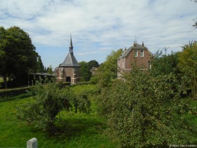 Buurtschap Kerkeinde bij Sleeuwijk heeft maar 1 rijksmonument, maar wel een bijzonder fraaie; het oorspronkelijk 16e-eeuwse Oude Kerkje.
