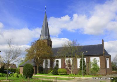 De Hervormde kerk van Kesteren is in 1944 tijdens oorlogshandelingen verwoest en in 1950 vervangen door een nieuw exemplaar. De toren uit vermoedelijk de 14 eeuw is gelukkig wél bewaard gebleven.