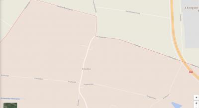 Kladde (buurtschap van het dorp Lepelstraat). Door de recente aanleg van de A4 is de Stierenweg in het NO doorsneden en zijn die delen niet meer met elkaar verbonden. Het W deel is daarom hernoemd in Kladwijck. (© Google)