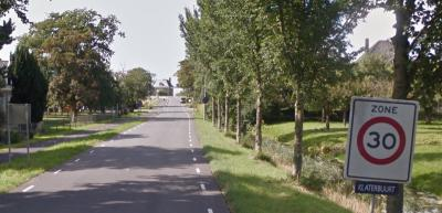 Voor de argeloze voorbijganger lijkt dit een straatnaambordje, maar dat kan niet, want de weg hier heet Rijperweg. Dus is het kennelijk als plaatsnaambord bedoeld. Zie verder het kopje Status. (© Google)