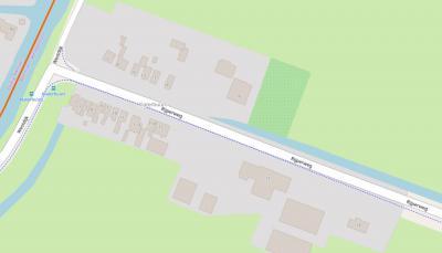 De lintbebouwing van buurtschap Klaterbuurt heeft een curieuze huisnummering: aan beide kanten bevinden zich even en oneven huisnummers. Wij kunnen daar geen logica in ontdekken... (© www.openstreetmap.org)