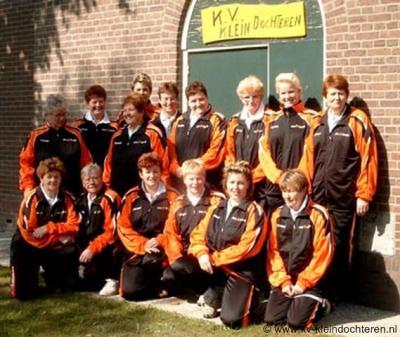 Klein Dochteren heeft voor zo'n kleine buurtschap een rijk verenigingsleven, waaronder Klootschietersvereniging Klein Dochteren. (© http://kv-kleindochteren.nl)