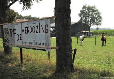 Anno 2020 zijn plannen in ontwikkeling voor bedrijventerrein Wijkevoort, direct Z en W van Klein Tilburg. De inwoners laten met spandoeken weten dat ze daar niet blij mee zijn. Voor informatie over deze plannen zie www.plaatsengids.nl/heikant-tilburg