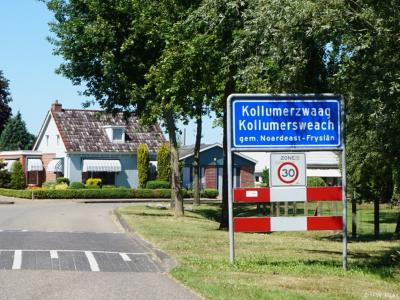 Kollumerzwaag is een dorp in de provincie Fryslân, gemeente Noardeast-Fryslân. T/m 2018 gemeente Kollumerland en Nieuwkruisland. Het huidige dorp is in 1971 ontstaan uit een samenvoeging van de toenmalige dorpen Kollumerzwaag, Zwagerveen en Zandbulten.