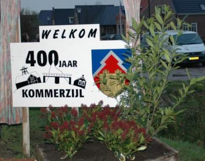 De oudste vermelding van Kommerzijl dateert uit 1602. In 2007 heeft men het 400-jarig bestaan van het dorp gevierd en niet in 2002, omdat men de afronding van de dorpsvernieuwing heeft afgewacht, dan kon men dat gelijk 'meevieren'.
