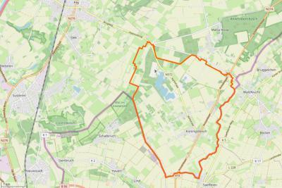 Koningsbosch is een compact dorp met een groot buitengebied. Het ligt in de ZO uithoek van de voormalige gemeente Echt en grenst in het O en Z aan Duitsland, in het NW aan het dorpsgebied van Echt/Pey/Slek en in het N aan het dorpsgebied van Maria Hoop.