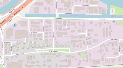 De oude buurtschap Koningsbuurt is verdwenen t.b.v. de aanleg van het gelijknamige bedriijventerrein. De huidige buurtschap ligt daar middenin, rond de (parallelweg van de) Oude Trekweg, N langs de groene strook op deze kaart. (© www.openstreetmap.org)