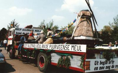 De bouw van de Puurveense Molen in Kootwijkerbroek is door de provincie met € 500.000 gesubsidieerd, maar de inwoners moesten zelf toch ook nog wel een paar ton bij elkaar sprokkelen. Dit is een van de acties die daarvoor gevoerd is.
