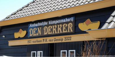 Al sinds 1871 was er in Korn Klompenmakerij Van Gennip. In 2002 is deze overgenomen door Peter en Patricia den Dekker. Vandaar sindsdien: Ambachtelijke klompenmakerij Den Dekker. In een prachtig nieuw, maar wel in oude stijl gebouwd pand.