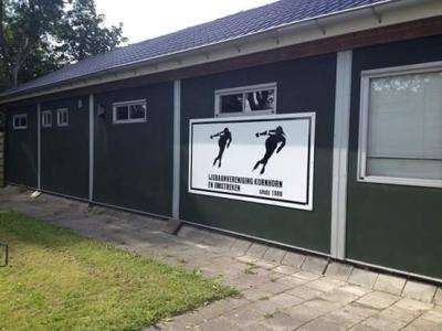 Kornhorn, clubhuis 't Kluunhonk van IJsbaanvereniging Kornhorn en omstreken.