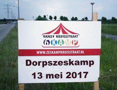 Een van de hoogtepunten van het jaar, of wellicht wel hét hoogtepunt van het jaar in het kleine dorp Kruisstraat, is de sinds 1987 georganiseerde jaarlijkse Dorpszeskamp, op een zaterdag in mei. Maar liefst 35 teams doen er aan mee.