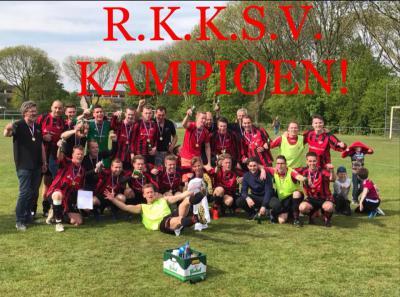 Op 30 april 2017 weten de heren van RKKSV Kruisstraat het kampioenschap van de 5e klasse binnen te halen. Hierdoor promoveren ze vanaf het volgende seizoen naar de 4e klasse. (© Joris Smeur/RKKSV)