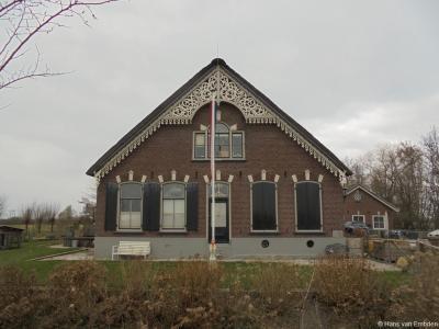 Oud en nieuw gaan in buurtschap Laag-Nieuwkoop wel heel letterlijk hand in hand: op huisnr. 22 vinden we namelijk de oude monumentale boerderij Copeland...