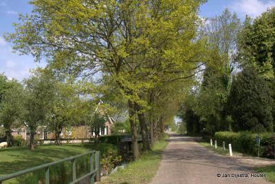 De Overeindseweg in de buurtschap Laagraven, gezien in O richting