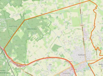 Bij een reeks grenscorrecties in 1991 is de gemeentegrens tussen Weert en Nederweert ter hoogte van Laar langs de A2 getrokken, waardoor het N buitengebied van dat dorp in de gem. Nederweert is komen te liggen (= oranje omlijnd gebied). (© OpenStreetMap)