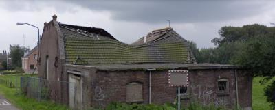 Het pand op Hogevaart 143, in de ZW oksel van de kruising van de wegen Hogevaart en Winterdijk in buurtschap Labbegat, stond er in de afgelopen jaren zwaar verwaarloosd bij. In 2019 is het grotendeels afgebroken. (© Google StreetView)