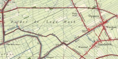 Lage Hoek is een buurtschap rond de gelijknamige weg, in Polder De Lage Hoek. Vanouds heet de weg overigens Lage Dijk. De huidige naam heeft de weg sinds ca. 1950, althans volgens de kaarten.