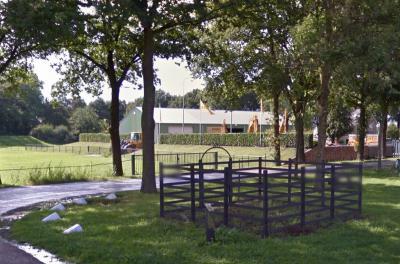 Buurtschap Lagekant. De schutskooi uit 1936 op de hoek van de Nulandsestraat en de Kerkdijk is in 1999 gerestaureerd. (© Google)