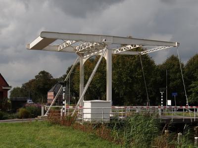 Lageland, de ophaalbrug (in het Gronings is dat een 'klap') waar het nabijgelegen café De IJzeren Klap naar is genoemd. (© Harry Perton / https://groninganus.wordpress.com)