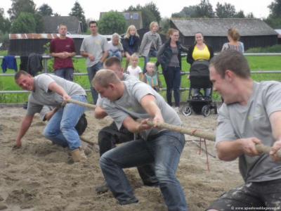 Lageweg, een van de onderdelen van het Lagewegfeest is het touwtrekken