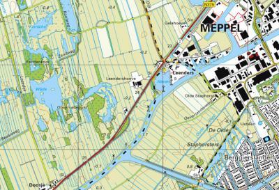 Buurtschap Leenders ligt rond de rotonde in de N375 aan de W rand van Meppel. De geel/zwart geblokte lijnen zijn de gemeentegrenzen. De N kant is gem. Meppel, De Z kant is gem. Staphorst, de W kant is gem. Steenwijkerland. (© www.openstreetmap.org)