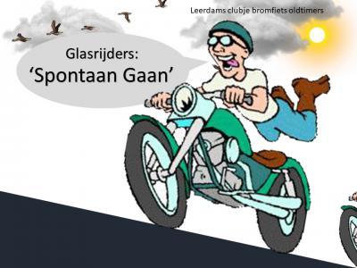 """Oldtimerbrommerliefhebber Dick Vermeer uit Leerdam is in 2018 Facebookpagina Glasrijders """"Spontaan Gaan"""" begonnen. Wanneer je met je oldtimer brommer wilt gaan rijden, meld het even op de pagina en je ziet vanzelf of er iemand mee wil."""