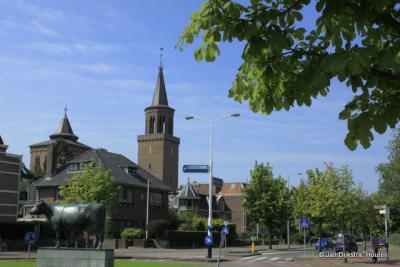De Sint Dominicuskerk met Us Mem gezien vanaf de Harlingerstraatweg in Leeuwarden