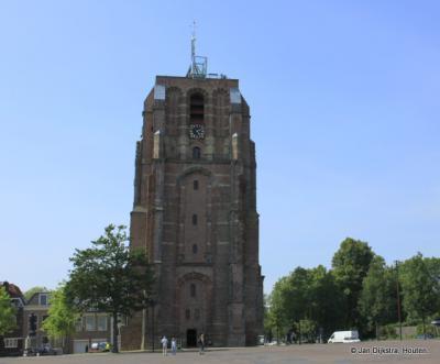 Leeuwarden, de beroemde weestoren (de bijbehorende kerk is in 1576 ingestort) Oldehove uit 1533