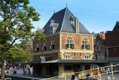 Leeuwarden, de Waag op het Waagplein