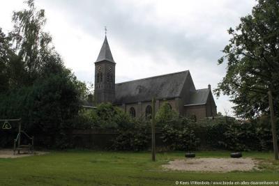 Lennisheuvel wordt een zelfstandige parochie en een volwaardig dorp door de bouw van de St. Theresiakerk in 1926