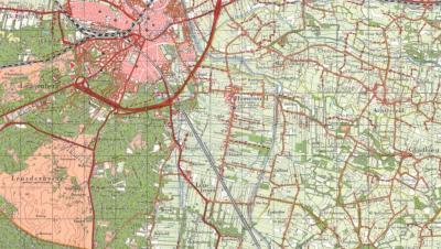 Tot 1970 omvatte de gemeente Leusden - naast de buurtschappen Asschat en Snorrenhoef - het dorp Hamersveld in het N, de buurtschap Leusbroek in het Z en de buurtschap - het oorspronkelijke dorp - (Oud-)Leusden in het W. (© Kadaster)