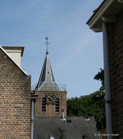 De spits van de Hervormde kerk in Linschoten. De spits had eigenlijk hoger moeten zijn, maar tijdens de bouw ging de boel verzakken en is de bouw gestaakt.