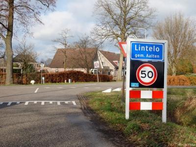 Lintelo is een buurtschap in de provincie Gelderland, in de streek Achterhoek, gemeente Aalten. De buurtschap valt onder het dorp Aalten. De kern van buurtschap heeft een 'bebouwde kom' en heeft daarom blauwe plaatsnaamborden (komborden).