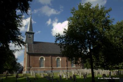 Het torentje op het kerkje van Lippenhuizen staat echt zo scheef